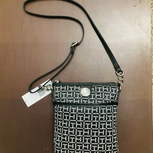 Tommy Hilfiger Womens Front Pocket Crossbody